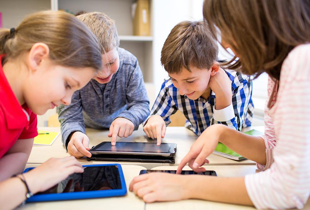 Діти і планшети