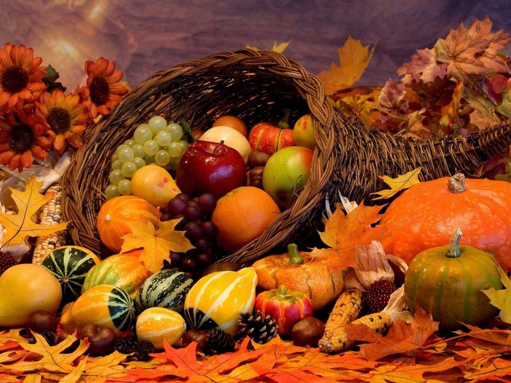 Сезонные продукты: виноград, яблоки, арбуз и тыква.