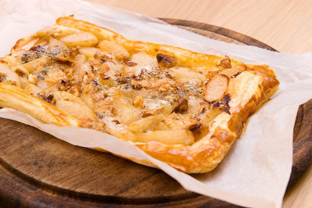 Пирог с грушей и сыром «Дор Блю»