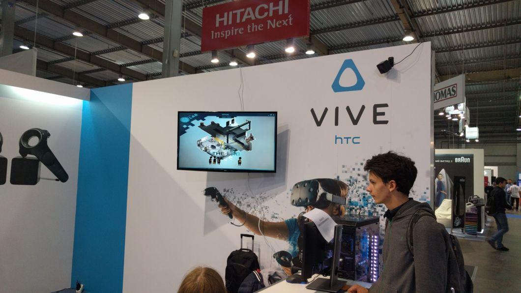 VR-шолом від HTC фото 2