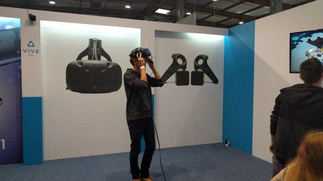 VR-шолом від HTC