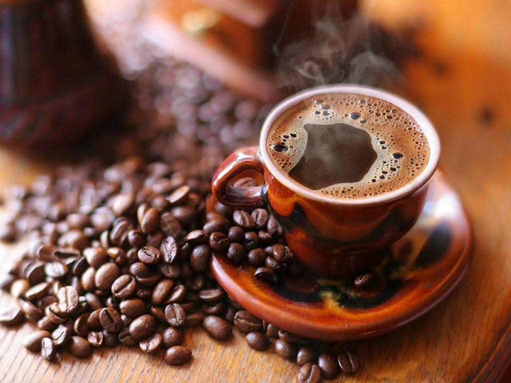 Міцна кава і зерна