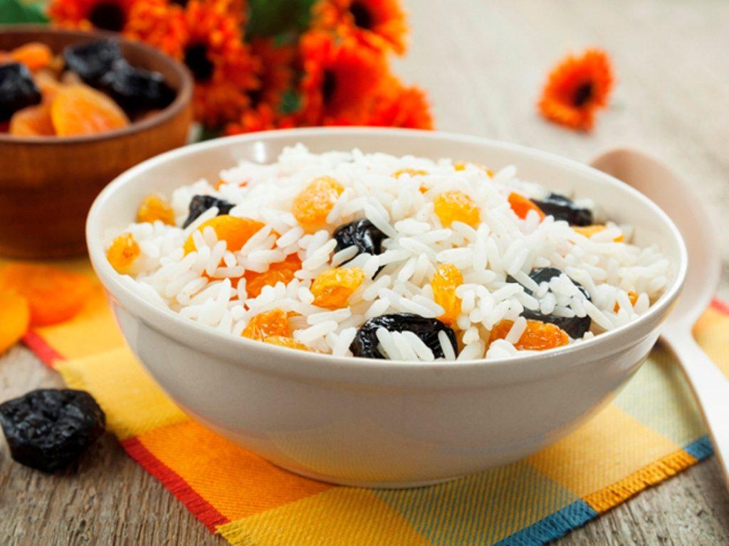 Рис с фруктами в мультиварке