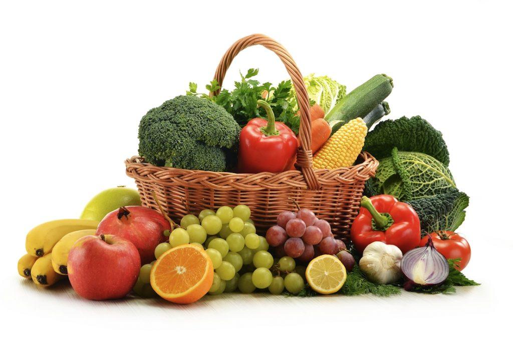 Корзина овощей и фруктов
