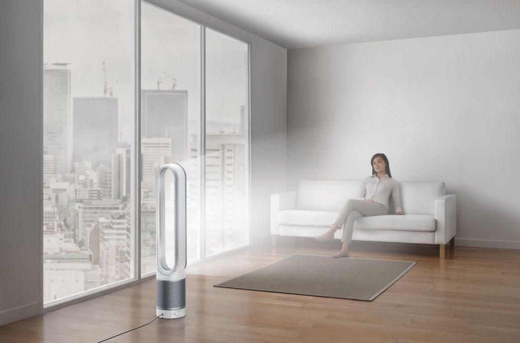Очищувач повітря в інтер'єрі кімнати