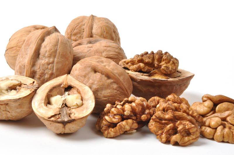 Очистка орехов - миндаль и арахис от кожуры, а грецкие орехи от скорлупы