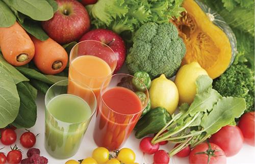 Различные соки из фруктов и овощей