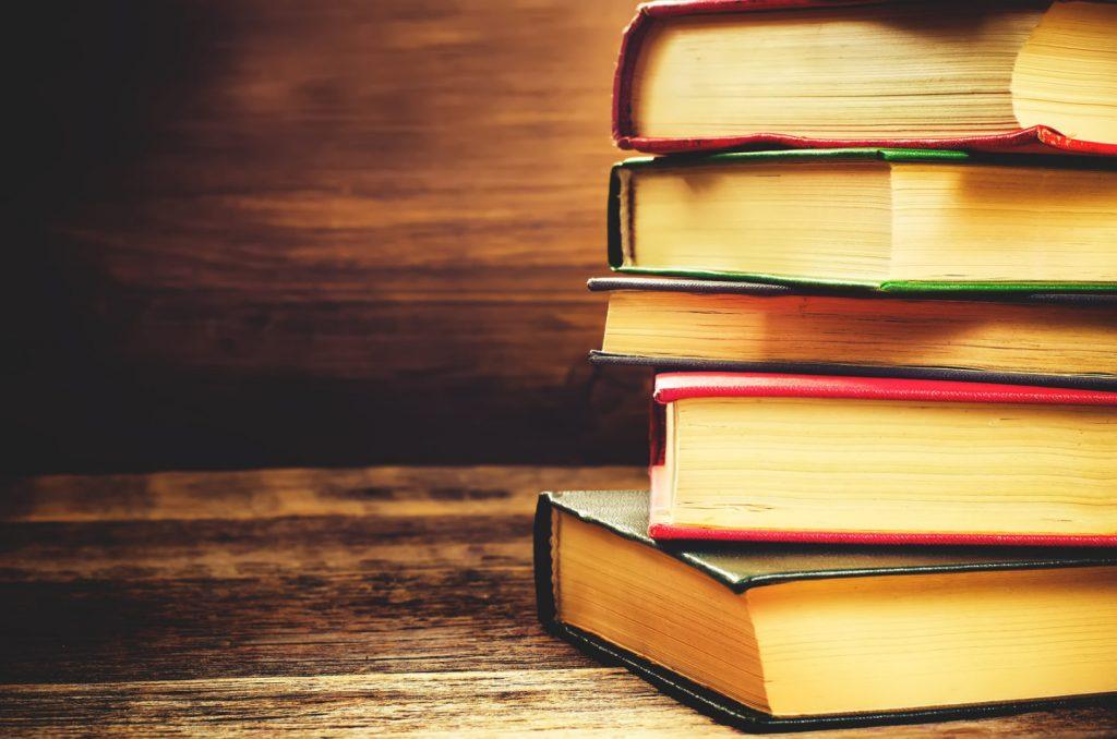 Стопка книг для чтения