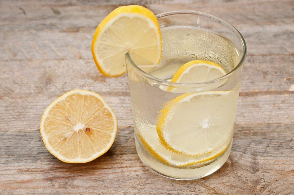 Теплая вода с лимоном и медом