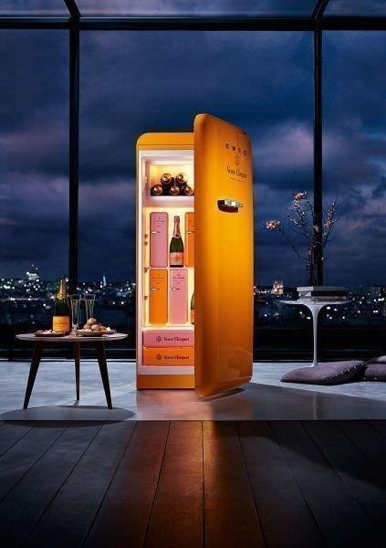 Холодильник в ночи