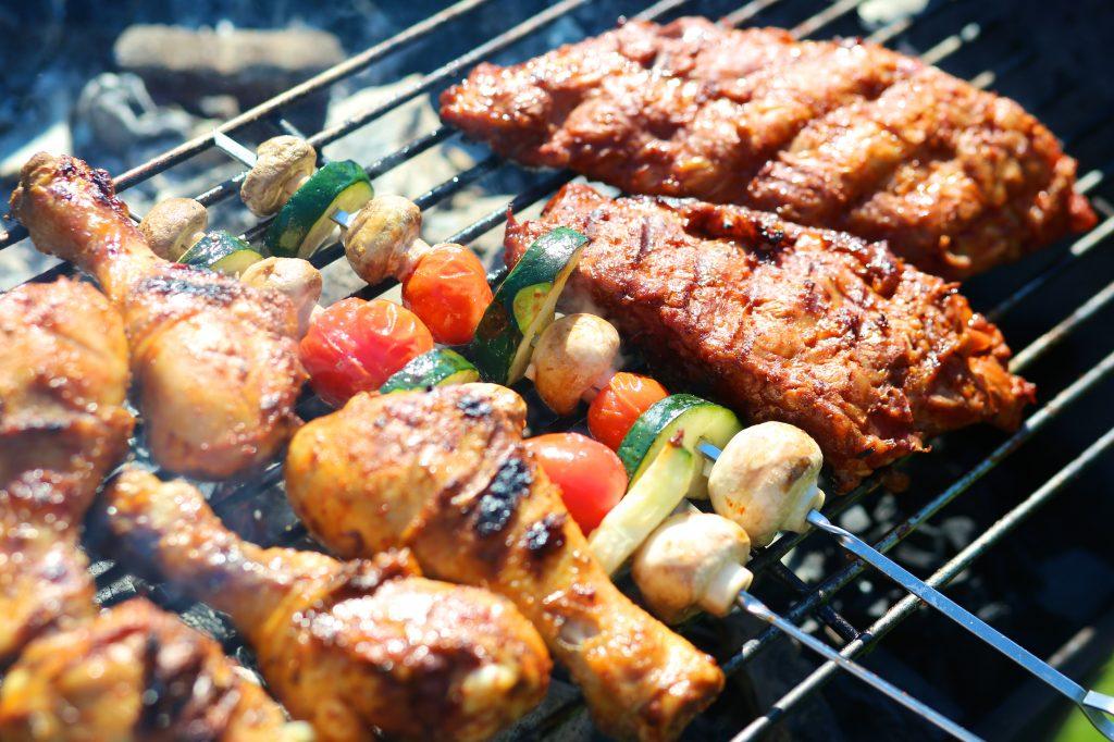 Гриль барбекю с продуктами