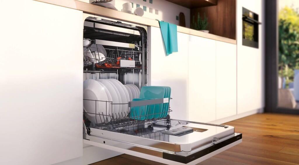 Завантаження посуду в машинку