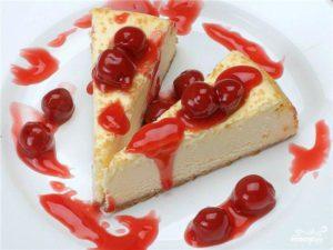 Сирний пудинг з ягодами