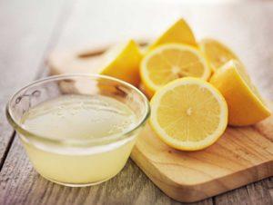 Лимонний сік для усунення неприємного запаху в мікрохвильовці