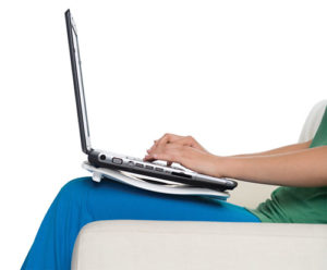Робота за ноутбуком з підставкою-кулером